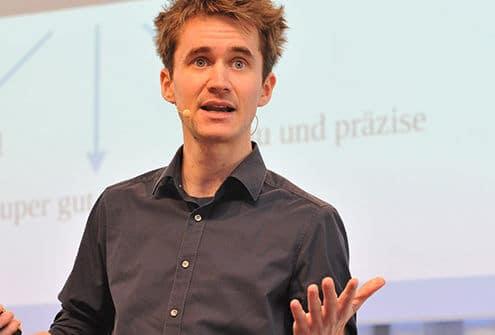 Henning Beck beim Vortragen