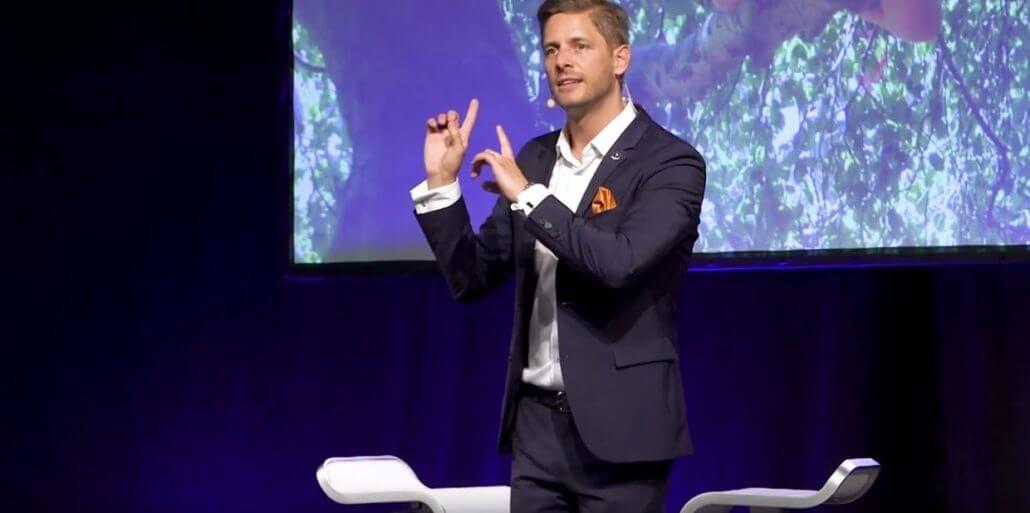 Dr. Florian Ilgen ist Keynote Speaker & Künstler/Mentalist zu digitalen Themen
