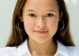 Profilfoto von Melati Wijsen der Redneragentur PODIUM | Vorstellung als Rednerin