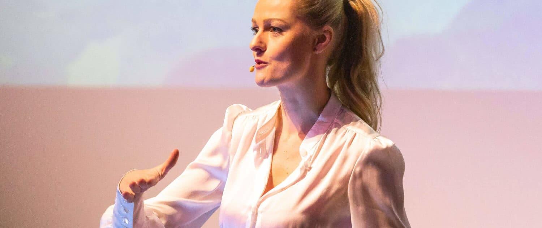Profilfoto von Miriam Höller der Redneragentur PODIUM | Vorstellung als Rednerin