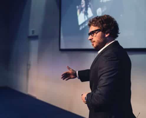 Profilfoto von Max Hergt der Redneragentur PODIUM | Vorstellung als Redner