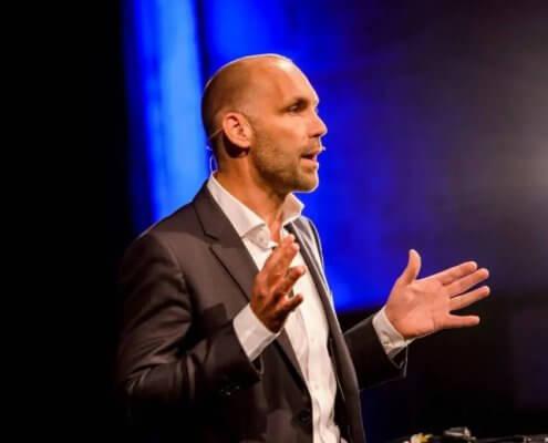 Profilfoto von Richard van Hooijdonk der Redneragentur PODIUM | Vorstellung als Redner