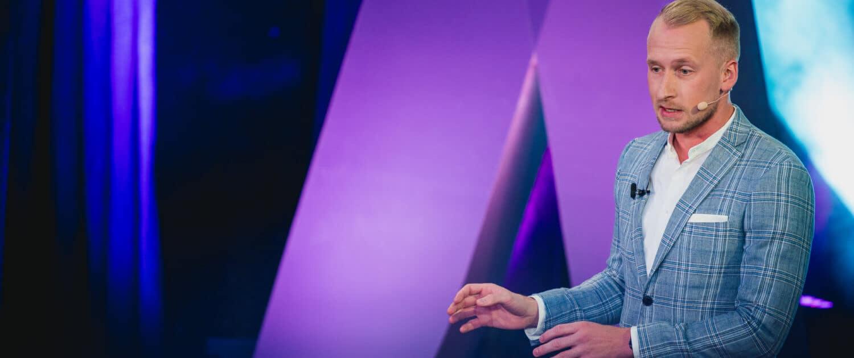 Steven Mc Auley hält eine Keynote bei Gedankentanken zum Thema Künstliche Intelligenz