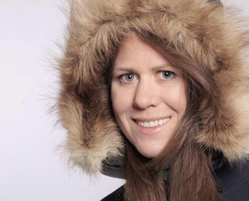 Anja Blacha Extrembergsteigerin mit Mütze