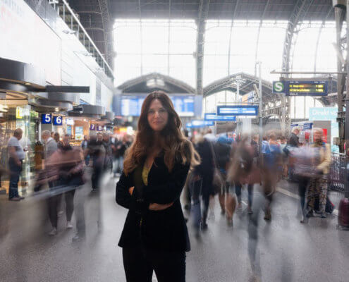 Profilfoto von Kristine Fratz der Redneragentur PODIUM | Vorstellung als Rednerin
