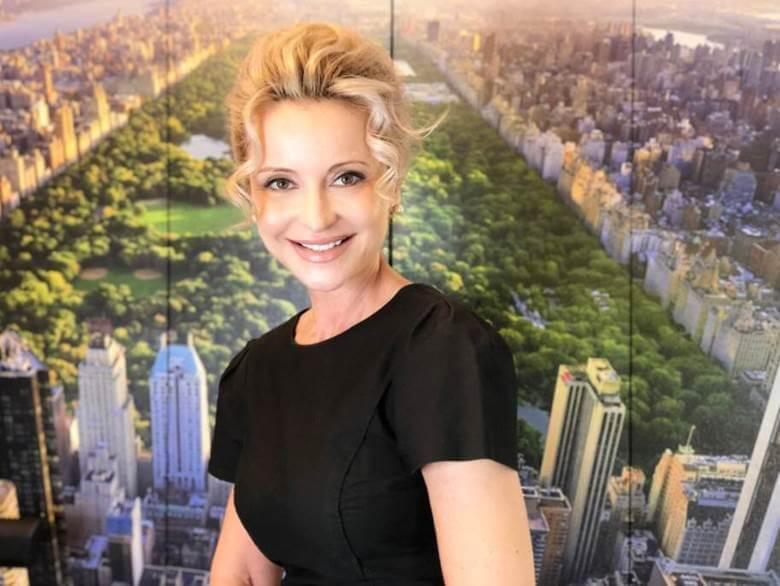 Sandra Navidi vor dem Central Park in New York